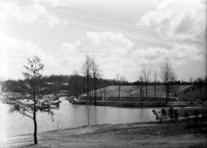 Amphitheatre with the campus lake, 1941