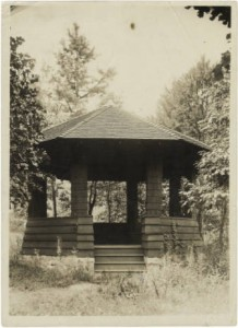 Summer House at the entrance to Peabody Park, 1915